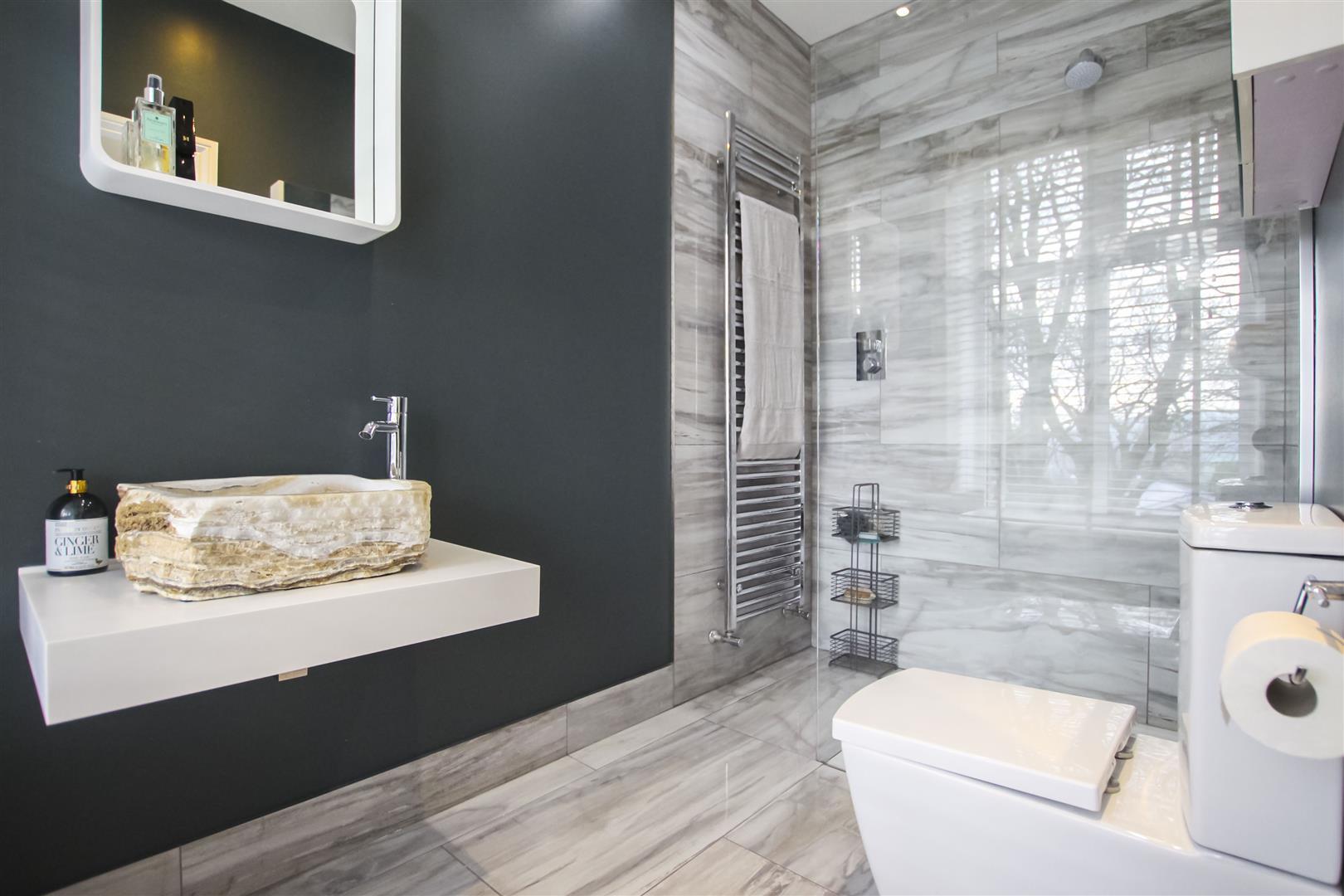 5 Bedroom Detached House For Sale - Ensuite